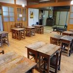 和食 古宮 - 小学校の机と椅子がテーブル代わりです