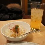 カレー道場 黒帯 - サラダとりんごジュース