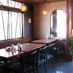 中華キッチン ぐら - テーブル席
