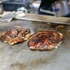 お好み焼 青森 - 料理写真:目の前の鉄板で焼きます。