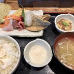 111507627 - 寿司屋のお刺身定食 これに茶碗蒸しがつきます。