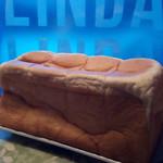 ベーカリー リンダリンダ - 料理写真:食パン