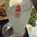 イタリアン酒場「ナチュラ」 - ホットレモンサワーは後味がピリ辛