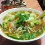 ミス サイゴン - メインのフォー。今日は芝エビと野菜のトマト麺(フォー)ランチセットで840円。