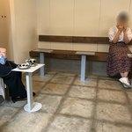 レット イット ビー コーヒー - 店内客席は簡素なものです。