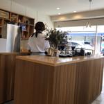 レット イット ビー コーヒー - 店内の様子
