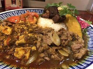 中華料理 八戒 - 四川麻婆豆腐カリィ、生ラムクミン炒めカリィサイドアップ