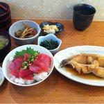 おぐろのまぐろ - 煮魚、漬け丼セット850円