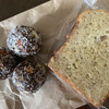 べじ屋 - 料理写真:エナジーボール、バナナのパウンドケーキ どちらもずっしりしてて、自然の甘みが優しかった。