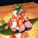 uomori - 大漁六種類海鮮こぼれ寿司