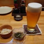 炙りと山葵 - 一杯目の生ビール(エビス)