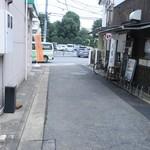 大勝軒いぶき - 店外の喫煙スペース?