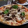 ピッツェリア 薪と石 - 料理写真:黒まいたけのピッツァ