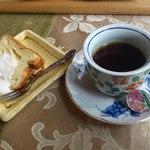 お食事処うおよし - デザート(シフォンケーキ)+コーヒー