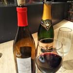 111550076 - ワインの種類も豊富