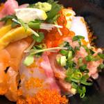 111555325 - 本日の海鮮丼(並)