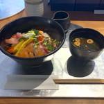 111555327 - 本日の海鮮丼(並 税込1,080円)