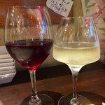 立飲ビストロシン - 完熟ナイアガラ・小樽 650円  赤ワイン - ブルゴーニュ・ピノノワール・パトリアルシュ(フランス,ブルゴーニュ産)軽め・ちょい熟成 750円