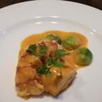 Viniron - オマール海老と魚のクネル(取り分け後)。このソースが美味しいです。