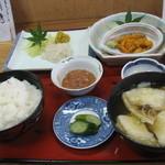 大洋食堂 - 生ウニ定食(イカ・せんべい汁)