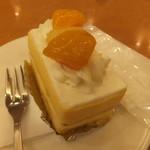 ケーキの西銀 - イチゴではなく黄桃とパインなのだ