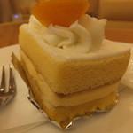 ケーキの西銀 - しっとりスポンジに挟まれたカスタードクリーム
