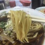 枡はん - しなやかな麺にまとわりつくブラックスープ