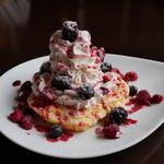 オリーヴ - 料理写真:ミックスベリーパンケーキ