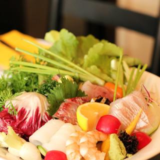◆看板メニュー『NAGISA盛り』~鮮魚と有機野菜のコラボ~