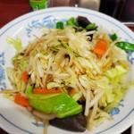 111581216 - 町の、野菜炒め!