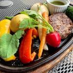 111583123 - 50周年 お得なランチコース 3000円                       米沢牛100%ハンバーグと春野菜のグリル バジルソース