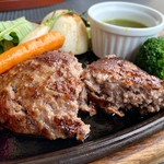 111583126 - 50周年 お得なランチコース 3000円                         米沢牛100%ハンバーグと春野菜のグリル バジルソース