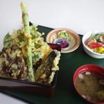 高原の駅 丸沼 - 料理写真:高原野菜天重セット