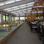 高原の駅 丸沼 - 客席