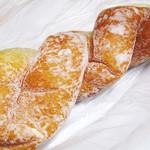 ルビアン - ねじった揚げパン(名前忘れた)
