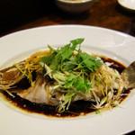 中華菜 高福 - 清蒸海上鮮(鮮魚の姿蒸し・広東風)。
