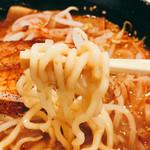 らーめん ひでお屋 - 中太ちぢれ麺 ツルツルして美味しい!