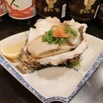 男鹿半島 - 料理写真:牡蠣、でかっ!