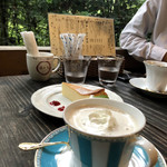 離山房 - ドリンク写真:ロイヤルミルクティ、本日のケーキよりチーズケーキ、カフェラテ