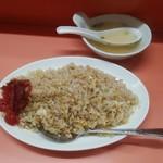 上海軒 - 焼めし(中)、付いてくるスープ