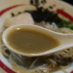 麺や でこ - 追い煮干しそばのスープ