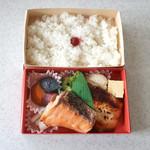 お弁当 ぎん香 - 銀だら西京と鮭のお弁当