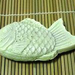 たい焼きのえびす庵 - モチモチたい焼き 絹鯛(130円) ※絹は初期のメニューのようで2013年9月にはありませんでした