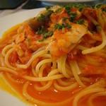 ヴェルデ - トンノ(ツナとモッツアレラチーズのトマトソーススパゲティ)
