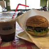 J's Corner Grill - 料理写真:アイスコーヒーとチーズバーガー