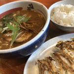 田原本塩元帥 - 料理写真:味噌ラーメン餃子セット♪ 950円