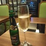 ワインと美味しい一人鍋 アスペルジュ - 食前はスパークリングワインで