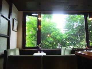 喫茶 穂高 - 五月の光が差し込む。