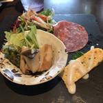 Itariandaininguhananoiori - 前菜3種とサラダ