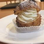 和洋菓子 末広製菓 - 料理写真:シュークリーム(側面)